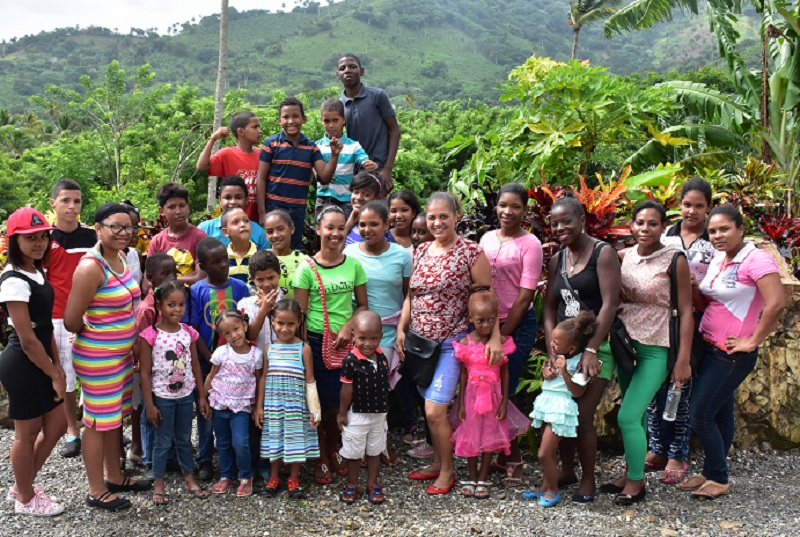 group of children from Bonao visiting Outbacks ranch in Anamuya