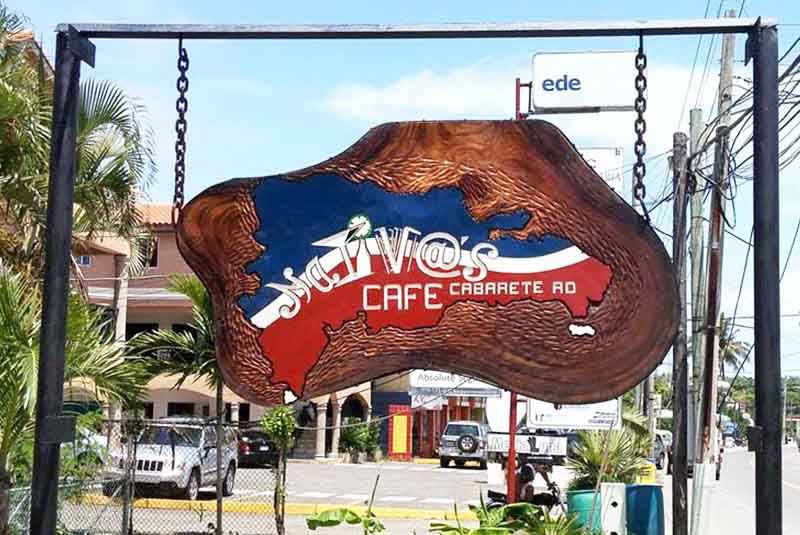 street sign to restaurant Los Nativo's Cafe in Cabarete