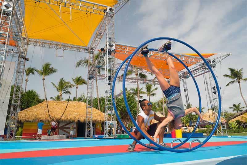 acrobatic entertainment in hotel Punta Cana - Dominican Republic