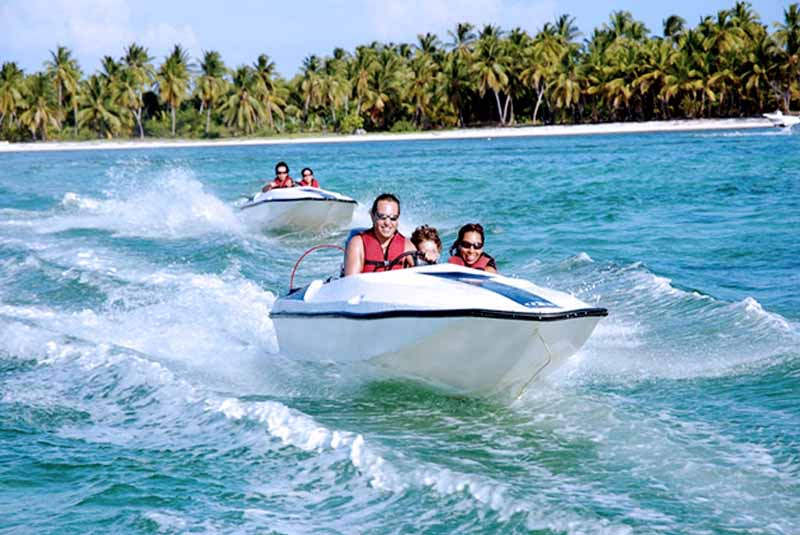 tourists driving speed boats in natural pool in Bavaro - Punta Cana
